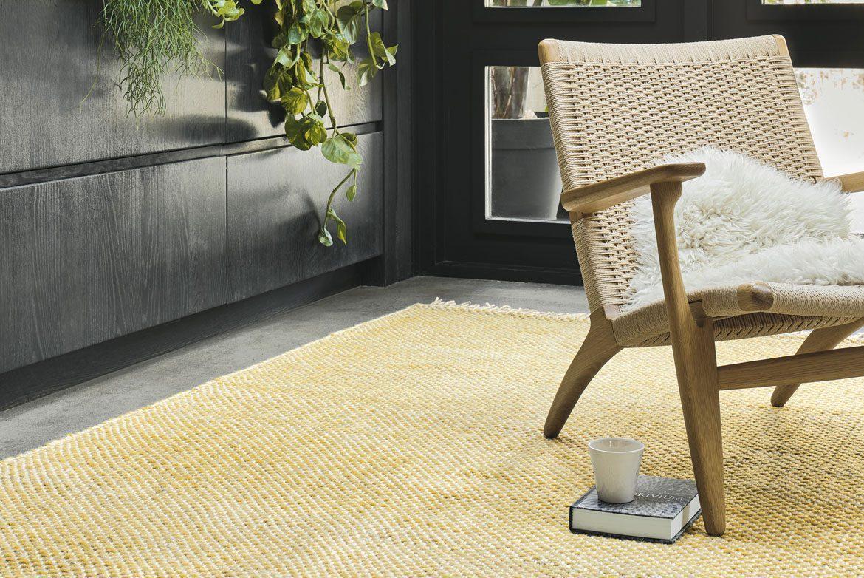 jasnożółty dywan